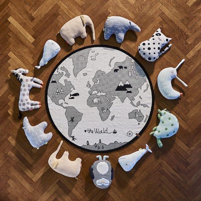 oyoy the world rug teppich rund johanna schultz wohnen. Black Bedroom Furniture Sets. Home Design Ideas