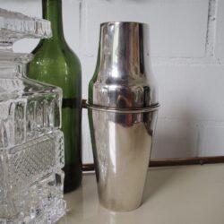Johanna-Schultz-Wohnen-Vintage-Cocktail-Shaker-versilbert