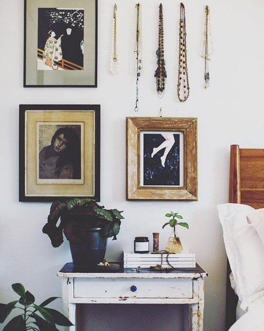ran an die wand bilder und objekte richtig h ngen johanna schultz wohnen. Black Bedroom Furniture Sets. Home Design Ideas